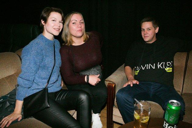 MORO: Martine Strømme, Line Sofie Balk-Aune og Mats Bergmo synes Pål Riise er morsom.