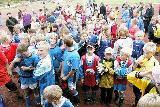 2001: Fotballfest på Stadion da årets Løkkecup ble arrangert. Send en e-post til redaksjonen@kv.no dersom du ønsker å få fjernet bilde av deg selv.