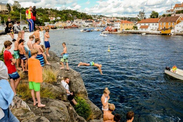 Konfirmantleier i Kragerø. Badedag på Gunnarsholmen.