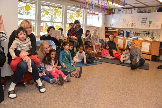 Mormålsdagen ble markert i Kalstad barnehage med blant annet framføring av eventyr.