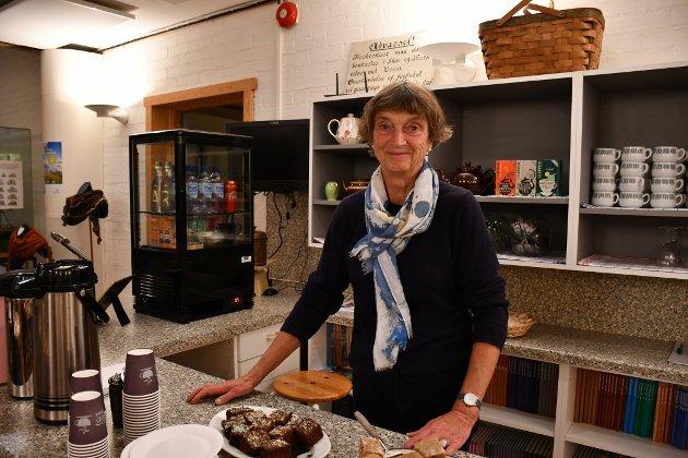 LEDER: Dagny Karlander er leder for Berg Museums Venner, og forteller at hun syntes at museet var så viktig at hun meldte seg inn i organisasjonen. Hun håper å få flere besøkere, og kan fortelle om flere arrangementer som Berg Museums venner planlegger: - I tiden fremover skal vi ha en del foredrag, og vi skal etablere barselgruppe, hvor vi allerede har fått på plass stellebord og plass til barnevogner.