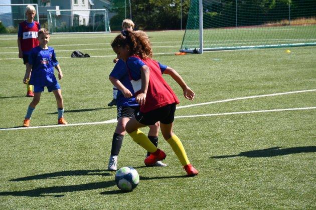 IKKE REDD: Spillerne er ikke redde for å gå på ballen.