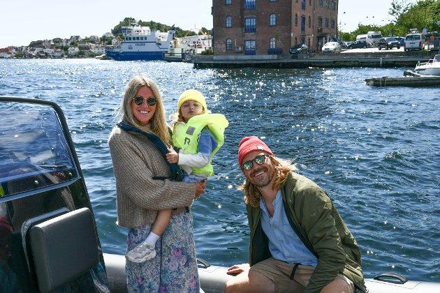 LOVISENBERG: Ida, Jonas og Kyrre er på besøk hos faren til Ida, og skal være i Kragerø i fem uker.