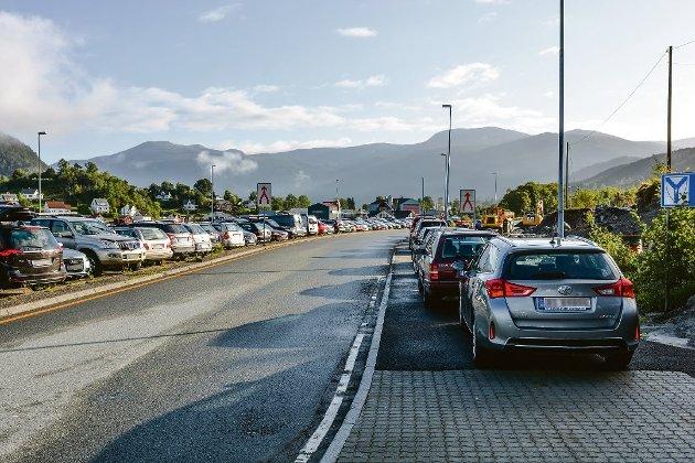 Manglande kapasitet på parkeringsplassen på Sunde-kaien skapar utfordringar. (Arkivfoto).