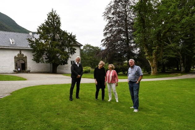 Baroniven og sponsor, Knut Galtung Døsvig (t.h.), er i dette lesarinnlegget sterkt kritisk til kommunedirektøren si føreslegne støtte til baroniet.