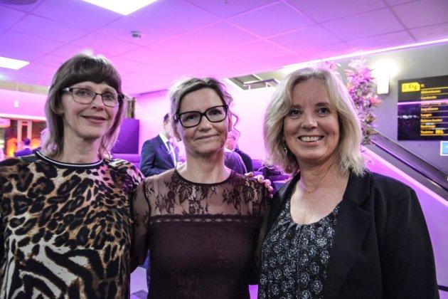 PYNTET TIL FEST: Olga Marie Røed (t.v.), Tove Helene Aas og Wenche Svenke jobber i hjemmetjenesten i Kongsberg kommune og gledet seg til en kveld med god mat og godt selskap.