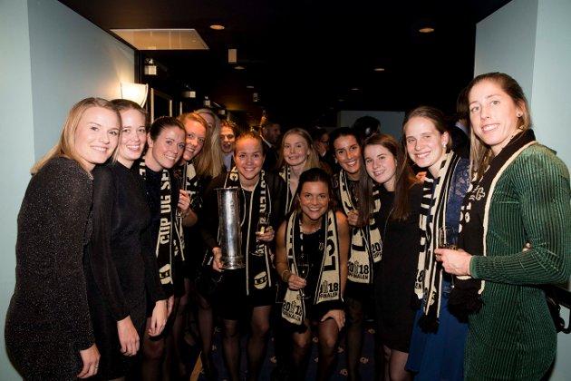 Oslo  20181201. LSK gjengen på banketten etter cupfinalen for damer mellom LSK-Sandviken på Telenor Arena Foto: Terje Pedersen / NTB scanpix