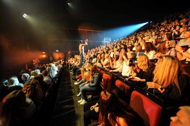 600 damer og en håndfull menn fylte musikkteateret da Chippendales var på besøk.