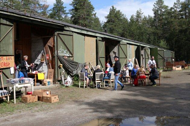 Sandsværsspeidernes arrangerte loppemarked i lagerhallene sine på Kongsgårdmoen.