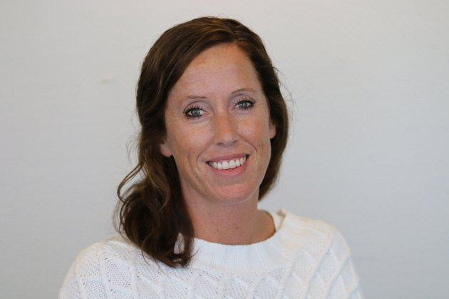 Fylkesleder i Skolenes landsforbund Viken, Jeanine Norstad etterlyser bedre retningslinjer for smittevern i skoler og barnehager.