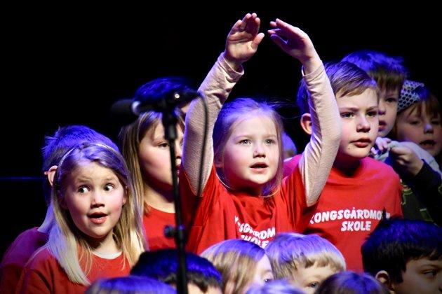 Det ble sunget på både norsk, engelsk og polsk. Dert var også sanger med bevegelse.