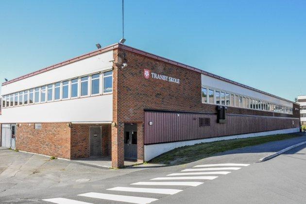 RAPPORT FERDIG: Lierposten skrev i august om utfordringene ved Tranby skole, og arbeidsmiljøundersøkelsen som kommunen iverksatte etter flere bekymringsmeldinger fra ansatte.ARKIVFOTO: BENEDIKTE Håkonsen