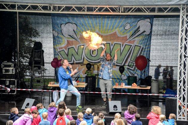 FULL GASS: Håvard og PK fra NRK Super-showet Barn ingen adgang sørget for et eksplosivt show på scenen.