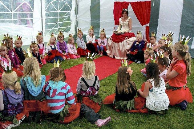 SKEPTISK: Innsenderen mener Jorbæreventyrets prinsesseskole vitner om gammeldagse holdninger.