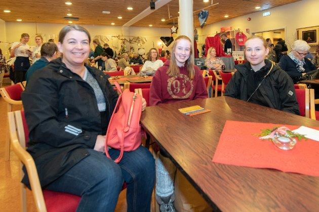 Gunn Mari Langseth, Miriam Fauske og Ida Helene Torvik skal høre på Skedsmo Young Voices