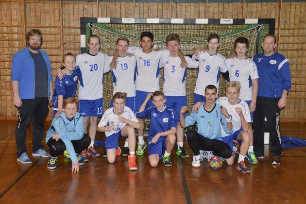 LHK G14: Leknes HG G14 med trenerne Simon Klevstad og Gjermund Vian.