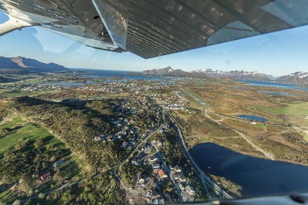 Eric Fokke fotograferer høyt og lavt, denne gangen høyt fra et fly på sightseeing i Lofoten. Test deg selv og se om du kjenner igjen stedene uten å sjekke bildeteksten!