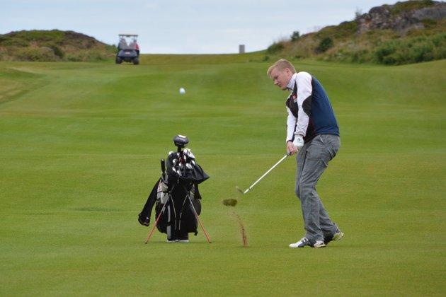 Lars Magnussen seiret i herreklassen, og tangerte sin egen banerekord under Lofoten Golfklubb sitt klubbmesterskap.