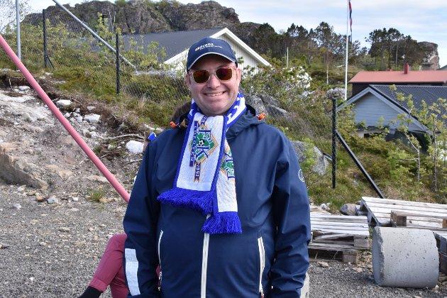 Svein Åge Bye var i strålende humør og feiret bursdag på FK Lofoten-kamp.