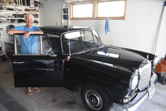 FRIMINUTT: Willy Karijord har fullstendig friminutt fra hverdagens mange krav når han befinner seg i garasjen. Foto: Eirik Eidissen