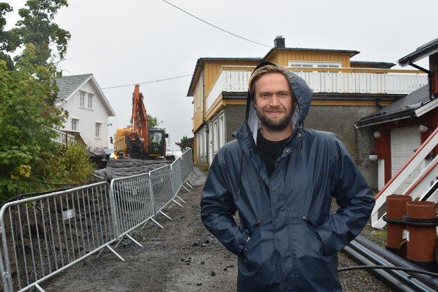 Skryt: Leder i Svinøya velforening, Andreas Malm, gleder seg over arbeidene som gjøres på Svinøya, og skryter av samarbeidet med kommunen og prosjektlederne.