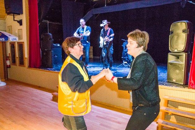 Vidar Lothe Ole Gunnar Søstrand spiller dansbar countrymusikk i kveld.