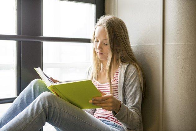 Bokens verden: – For å bli en god nok leser trengs det mange timers øving. Derfor er det viktig at lærere, bibliotekarer og foreldre støtter opp om barnas lesing, skriver Mona Ekelund i denne kronikken.