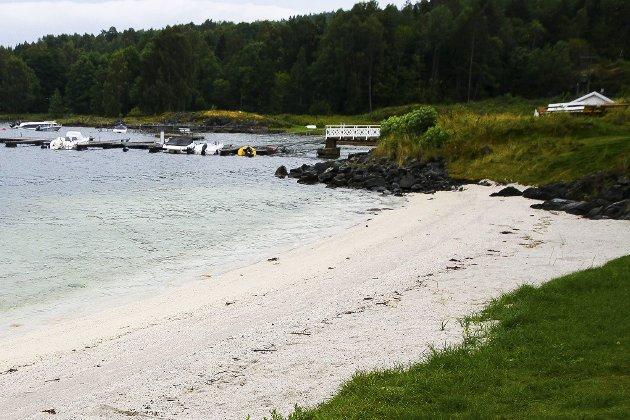 FORSKJELLER: Lenger inn i Oslofjorden er det flere steder lagt ut skjellsand med myndighetenes velsignelse, skriver Helge Jodalen i DNT Vansjø.
