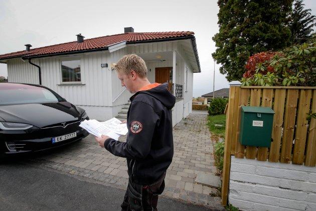 Anders Kyvik, styreleder i Kallum og Kleberget Vel, ble avbildet i Moss Avis da velforeningen reagerte mot Postens plan for samlestativer tidligere i høst.