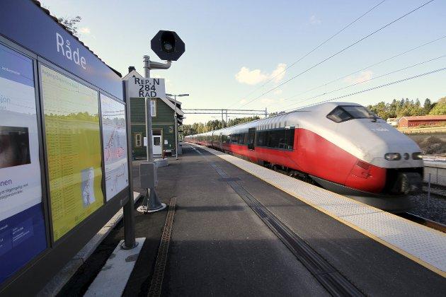 Tankevekker: – Prognoser viser at Gardemoen kan få opp mot 30 millioner reisende til og fra EU innen 2030. Hvis bare 20 prosent av disse velger toget vil 36 fullastede utenlandstog rase daglig gjennom Moss, skriver Jonathan Parker.
