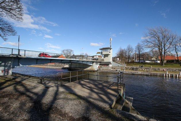 STRIDSSAk: SKal det anlegges en midlertidig bro like sør for dagens bro? Det spørsmålet engasjerer mange.