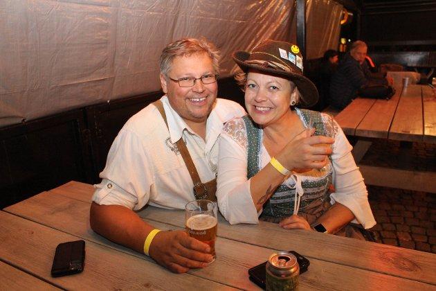 Christian Øhrn og Solvei Fjordholm hadde det gøy på oktoberfest.
