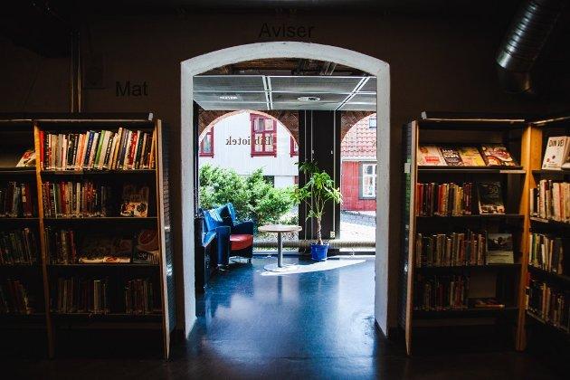 I DAG: Moss Bibliotek ligger i dag i Møllebyen. Nyttårsaften 2024 går leiekontrakten til biblioteket ut., og det er foreløpig usikkert hva som vil skje. Gretha Kant i Høyre håper det får bli liggende.