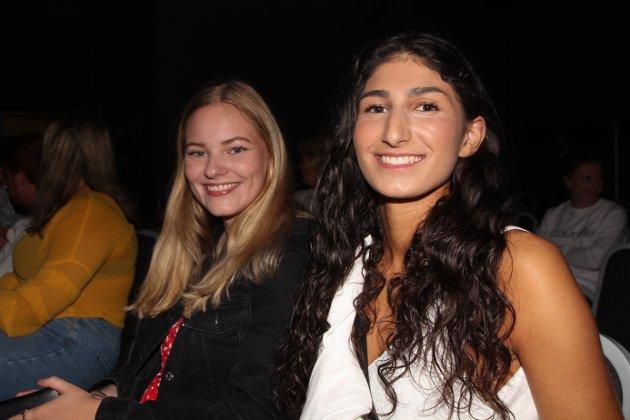 Venninnene Camilla og Hannah tok turen til Verket Scene og nøt Nordstogas musikk.