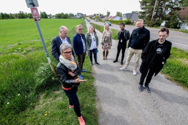 PRIORITERER JORDVERN: Posisjonen i Moss sa nei til utbygging av Kallumjordet. Fra v: Ordfører Hanne Tollerud (Ap), varaordfører Tor Petter Ekroll (Sp), Eirik Tveiten (Rødt), Annette Lindahl Raakil, Benedicte Lund (MDG), Shakil Rehman (Ap), Finn Jensen (Krf) og Øivind Tandberg-Hanssen (SV). FOTO: Terje Holm