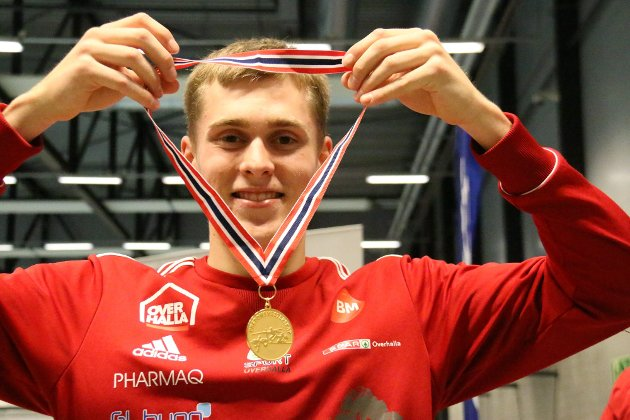 Fredrik Øvereng fra Overhalla IL er en av en rekke idrettsutøvere som ber media, toppidrettsutøvere og idrettsorganisasjoner om å ha et mer bevist forhold til alkohol. Ofte ufarligliggjøres alkohol i forbindelse med idrettsprestasjoner.