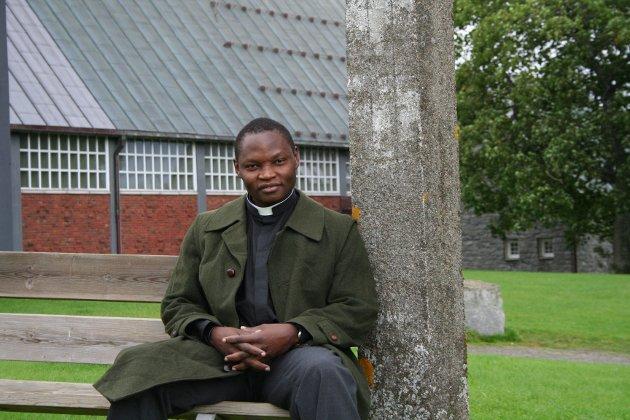 Jeg gleder meg til samfunnet åpner for fullt og vi kan feire gudstjenester på helt normalt vis, skriver sogneprest Mark Akali.