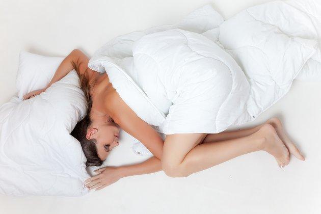 DEN MYSTISKE SØVNEN: Vel vitende om alle prosessene som foregår under søvnen, er det lett å forstå at mangelen på denne medfører tilsvarende uheldigheter. Du har sikkert opplevd det. Lunta blir kortere, humøret og konsentrasjonen dårligere. En av tre voksne sliter ukentlig med søvnen, skriver spaltist Stine Jacobsen.