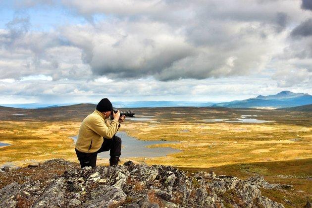 For Kjartan var fødsel og død bare en naturlig del av livshjulet. «Livet går videre, Steinar. Jeg er rimelig sikker på at jorda berger uten oss - problemet er jo egentlig at det er for mange av oss.», skriverfotograf og forfatter Steinar Johansen.