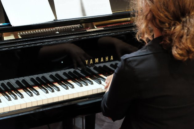 Luísa Gonçalves er og har ei nydelig pianostemme.