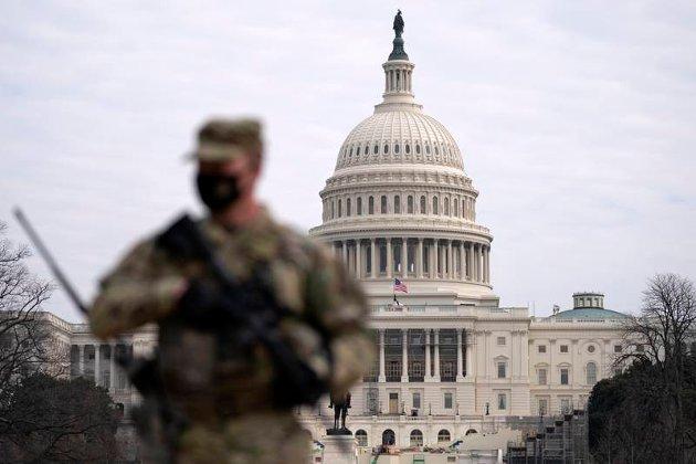 RIKSRETT: Nasjonalgarden står vakt utenfor den amerikanske kongressbygningen, der riksrettssaken mot Donald Trump nylig ble gjennomført. Eivind Smith rydder opp i det norske, danske og amerikanske riksrettbegrepet.