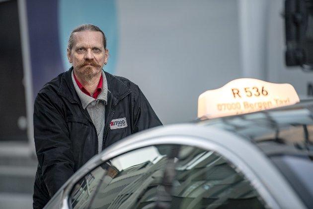 «Det er bare å innse at det er de lavtlønnede som betaler den største prisen for denne nedstengingen» skriver Stig Torgersen som mistet jobben som drosjesjåfør på grunn av koronakrisen..