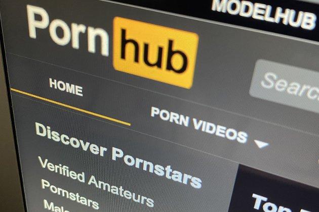 – Rundt 60 prosent av innholdet på Pornhub er brukergenerert, og det er nærmest umulig for Pornhub å ha kontroll på innholdet som lastes opp fordi mengdene er så enorme – bare i 2019 ble det lastet opp 6,83 millioner nye videoer til plattformen. Og hva angår statistikk: 40 prosent av pornoen på nett viser vold mot kvinner.