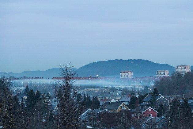– MDG vender det døve øret til lokalbefolkningen, skriver Tor-Erik Røberg-Larsen. Bildet viser luftforurensning over Ryen og Manglerud-området øst i Oslo i 2016.