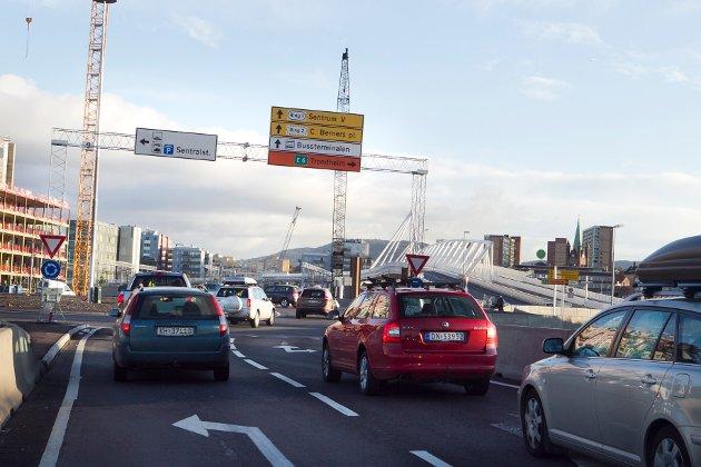 – Når det ikke er noe biler igjen i Oslo, hvordan skal det gå med alle arbeidsplassene, alle butikkene og bedriftene? spør Ole Jacob Johnsen. (Illustrasjonsfoto).
