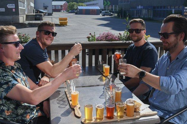 Erlend Husby (34), Håvard Sneve (36) og Andreas Morseth (34) Patrick Jacobsen (31) Vi kom for å drikke god øl og nyte været