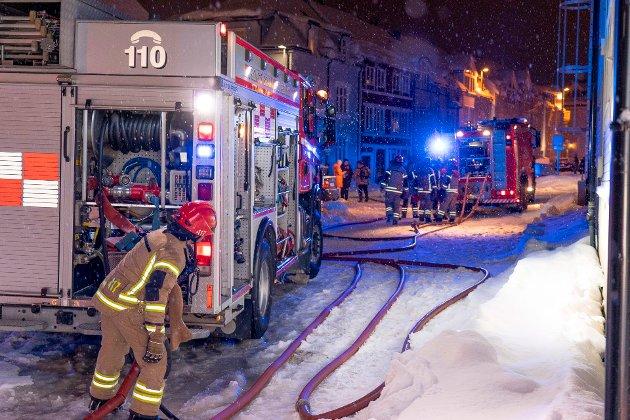 Vi ønsker at politikerne tenker gjennom sine valg. Er man villig til å ta konsekvensene og risikoene ved en redningstjeneste med lavere beredskapsnivå? Konsekvensen av et urealistisk budsjett er at TBR må redusere tjenestetilbudet gjennom nedbemanning og nedleggelse av redningsdykkertjeneste, båt-tjeneste og branndepot, skriver de tillitsvalgte ved Tromsø brann og redning.