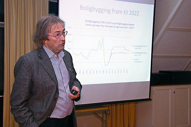Artikkelforfatter Per Hareide på jobb som byplansjef i 2013.