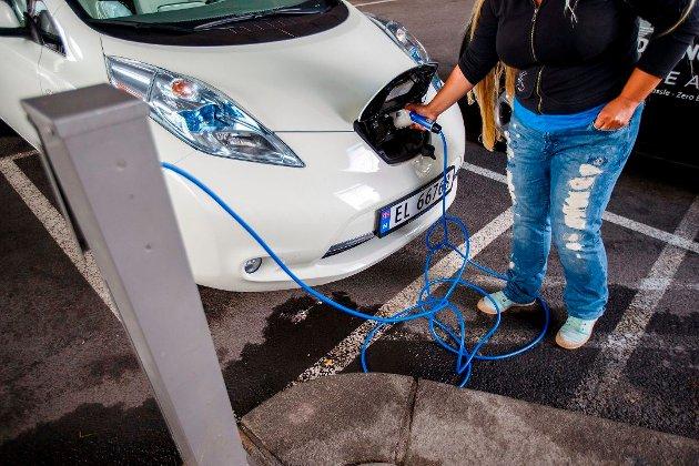 Vi vil tilby fremtidens løsninger i hele landet. Det betinger ladeinfrastruktur som nå i sommer bygges ut i stor skala i Troms og Finnmark. Fremtiden er elektrisk, og overføringslinjer, energisikkerhet og tilgjengelighet styrkes nå for å sikre nok strøm, skriver venstres Morten Skandfer og Irene Dahl.