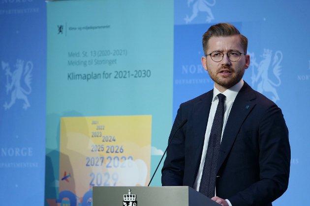SJOKK-TERAPI: Klima- og miljøvernminister Sveinung Rotevatn (V) har lagt frem en klimaplan som skal tredoble CO2-avgiften i Norge de neste åtte årene.